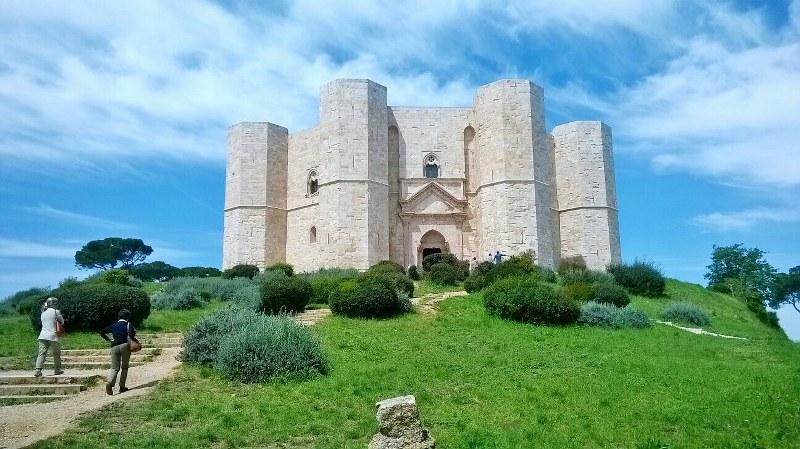 Castel del Monte: la Puglia che sa sorprenderti